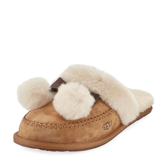 dd7046fb325 Ugg slippers Pom fur